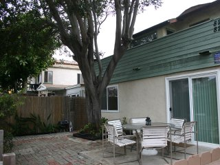 ~ Lovely Bay Duplex/Flat 1Block to Ocean and Bay- 2br, 1ba~ Sleeps 8