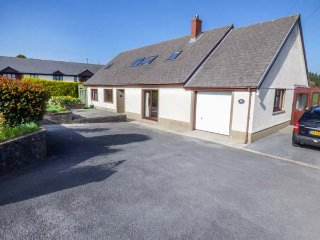 AWEL DEG, countryside setting, pet friendly, lawned garden, Llangynin, Ref 95412