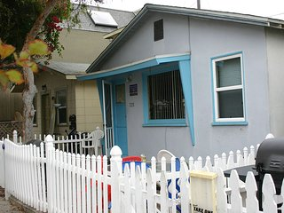 Cozy Cottage/Flat Steps to Ocean 2 Bedroom, 1 Bath- Sleeps 7- GREAT LOCATION!!