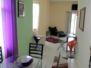 Deluxe Studio Suite, AC, WI-FI, POOL, CHAUFFEUR!, Tower Isle