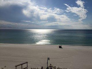 611* SUNBIRD over look PINEAPPLE WILLYS and POOL/ BEACHFRONT, Panama City Beach