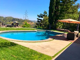 Hollywood Hills House 4BD/4BR with Incredible View, Pool, Jacuzzi & Firepit