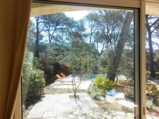 votre piscine privée devant la maison d'hôtes