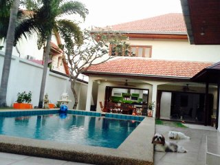 Luxury villa 4 bedrooms with private swimming pool , on Thappraya road, Pattaya