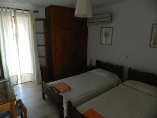 apartm for 2 people, 70 meters from the beach, in the center of Agios gordios, holiday rental in Agios Gordios