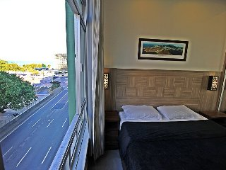 Luxurious studio in Copacabana with side view to the sea to up to 4 people. C020