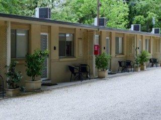 Family 2 Bedroom: Enjoy the Garden Solar Heated Pool & Playground