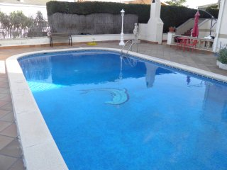 SUITUR GOLDEN VILLA - POOL AND BILLIARDS, Segur de Calafell