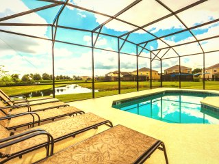 5 bed detached home in gated golf community, Davenport