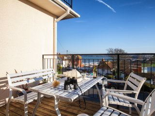 Seacrest Beach Apartment - Traditional, Pet Friendly Seaside Family Fun!