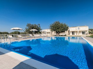 Giglio, in an elegant Resort with pool in the countryside near the sea