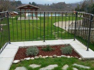 Casa in pietra con piscina nella campagna Toscana, Poppi