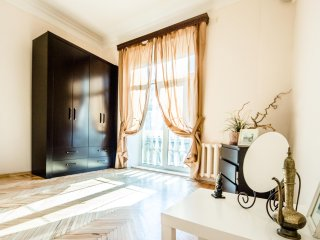 Venetian Art Nouveau in Old Moscow (2 bedrooms)