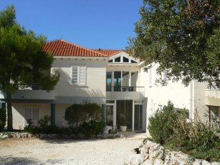 LUXUS VILLA, PRIVATE BEACH – TWO BEDROOM APT - 2