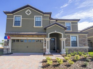 BEAUTIFULLY Decorated 8 Bedroom Pool Home