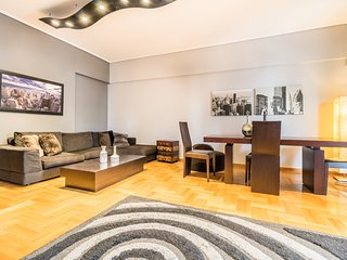 A Luxury 3 - Bedroom Apartment in Athens