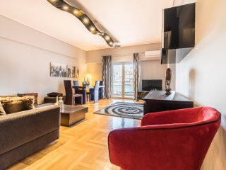 A Luxury 3-Bedroom Apt in Athens