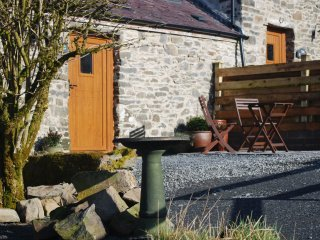 The Stables cottage - with private patio