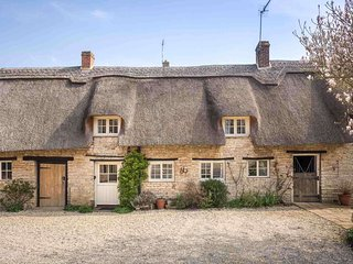 Old Manor Cottage is a lovely thatched cottage, perfect for couples or families