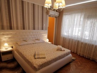 STUDIO APARTMENT, NICE & COZY, NEAR ST. SAVA TEMPLE, CENTER OF BELGRADE