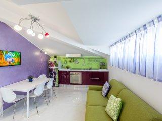 Brioso appartamento La Vela. Sul mare e in pieno centro!