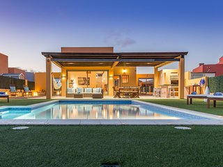 Spectacular 850m2 Villa Lucuma - Direct Golf/Ocean View, Heated Pool, Caleta de Fuste