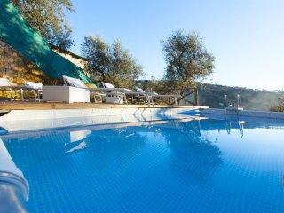 Villa Gradoni. Lovely retreat on Sorrento hills. Garden, pool, views, AC, wifi