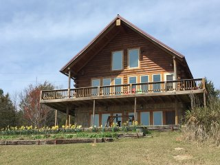 Amazing Views from Large, Family Friendly Cabin at Mt. Magazine, Arkansas