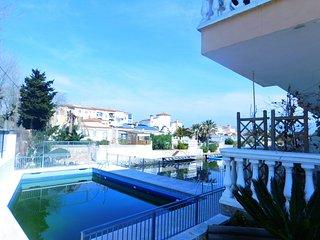Piso de vacaciones con piscina en Empuriabrava, Costa Brava