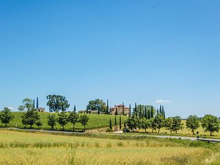 Secluded villa with private pool 30 kms from Todi, 110 from Rome. 9 bedrooms.