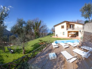 Villa Gradoni. Lovely retreat on Sorrento hills. Garden, pool, views, AC, wifi