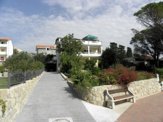 Spacious three bedroom apartment in Banjol
