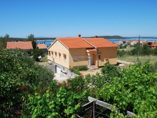 Spacious three bedroom holiday home in Barbat
