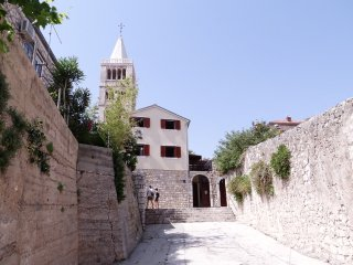 Cozy two bedroom apartment in Rab