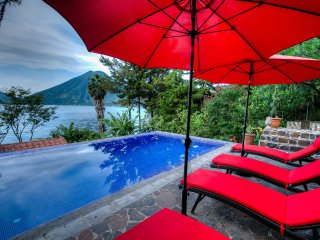3 Bedroom Lakefront Villa with Pool and Hot Tub, San Marcos La Laguna