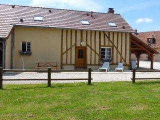 maison de caractére, proche de SANCERRE avec piscine extérieure, à la campagne