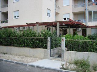 Apartment Marija Omiš- One bedroom apartment with garden view, Omis