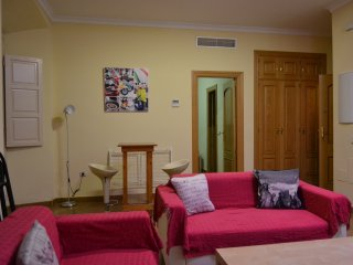 CENTRAL & QUITE APARTMENT, +PARKING, CITY CENTER, CLOSE 2 BEACHES (1.4KM)