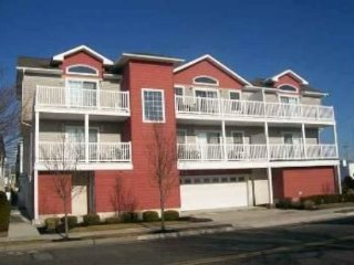 3 bedroom 2.5 bath condo 1.5 blks 2 beach n boards 2 car garage parking, Wildwood