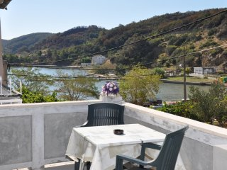 Spacious four bedroom apartment in Supetarska Draga
