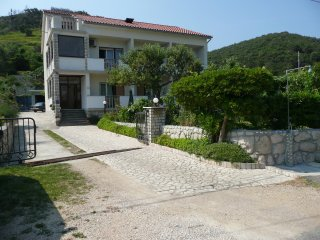 Quiet two bedroom apartment in Supetarska Draga