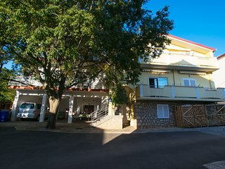 Two bedroom apartment in Starigrad