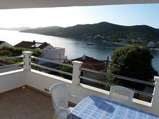 Sea view one bedroom apartment in Seget Vranjic
