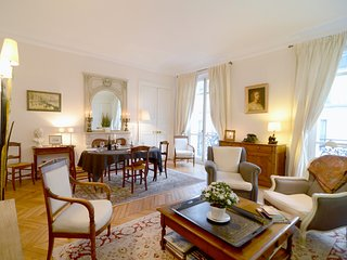 2 bedroom Parisian Luxury next to Champs-Elysées