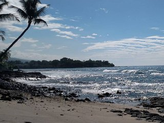Private Condo Across the Street from the Beach!!!, Kailua-Kona
