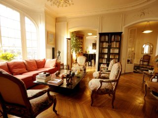Luxury 3 Bedroom Apartment with Piano in Paris