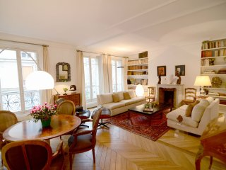 2 BR Vacation Rental in Paris Near Eiffel Tower