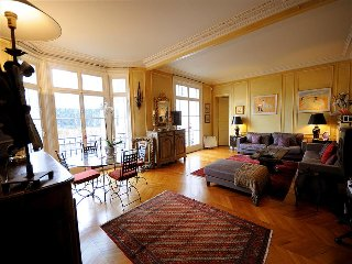 Large 2BR Paris Vacation Rental at Congress Center