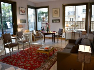 Luxury apt with large terrace at the Eiffel Tower