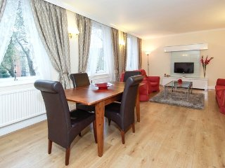Quality 2 Bedroom Apartment near Oxford Street * Best Internet Rates *